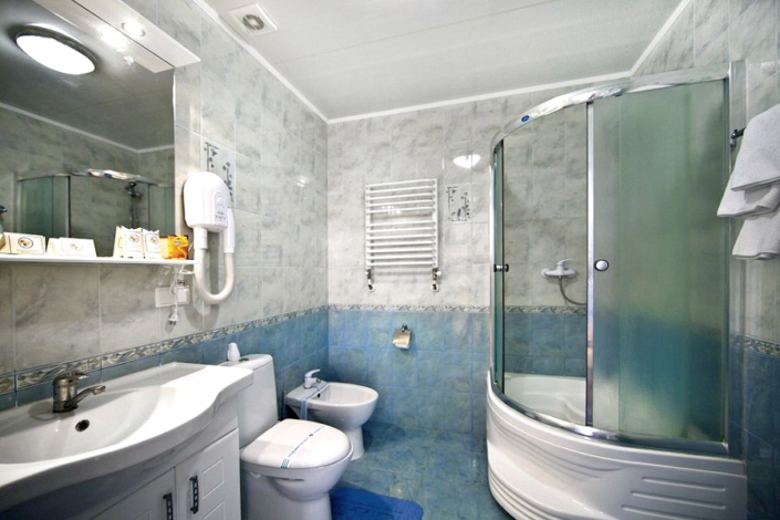 Туалетная комната номера Студия в Корпусе 1 санатория Юрмино
