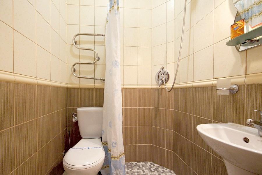 Туалетная комната номера Эконом Плюс в Корпусе 2 санатория Юрмино