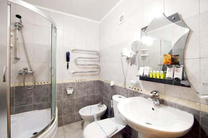 Туалетная комната номера Комфорт в Корпусе 2 санатория Юрмино