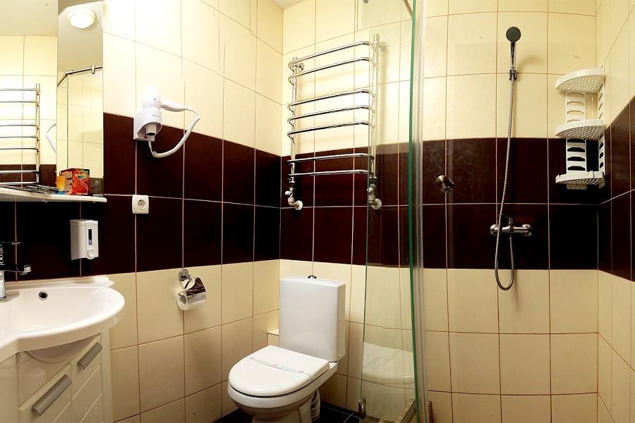 Туалетная комната Улучшенного номера в корпусе Климатопавильон санатория Юрмино