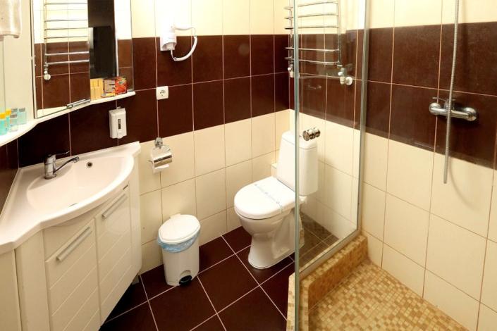 Туалетная комната номера Комфорт в корпусе Климатопавильон санатория Юрмино