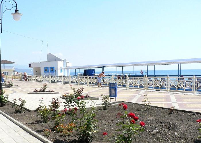 Набережная у гостиничного комплекса Юстас-Крым