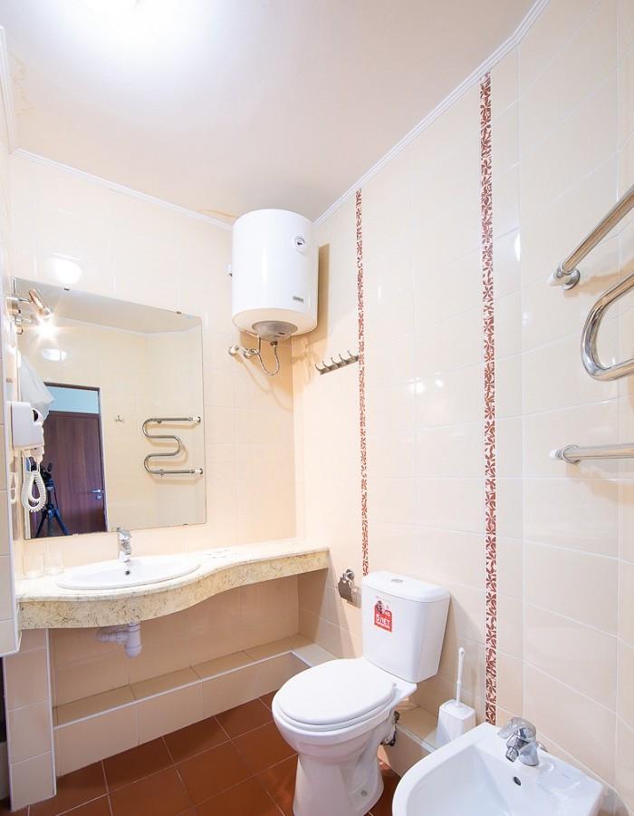 Туалетная комната Семейного номера пансионата Южный парус