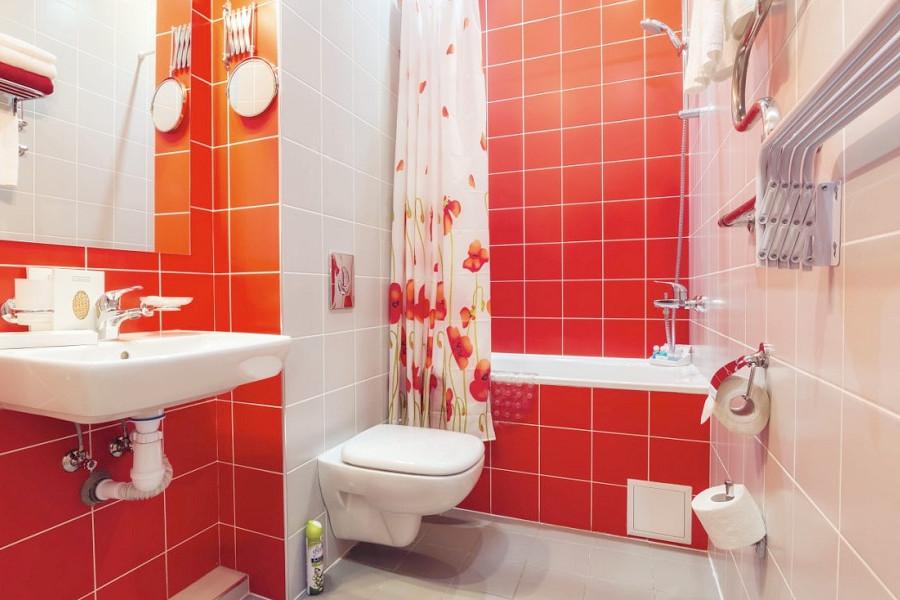 Туалетная комната номера Супериор с балконом санатория Заполярье
