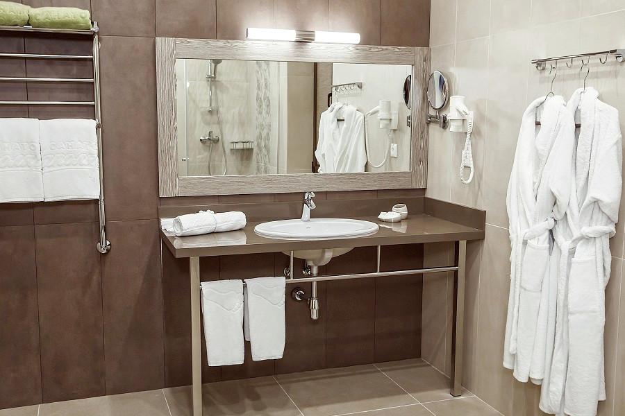 Туалетная комната номера Джуниор санатория Заполярье