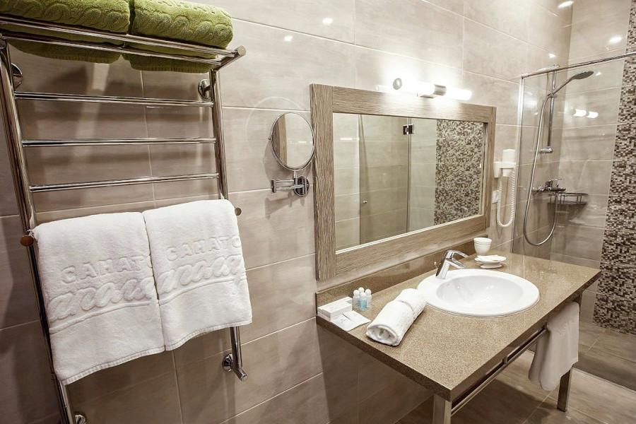 Туалетная комната номера Люкс санатория Заполярье