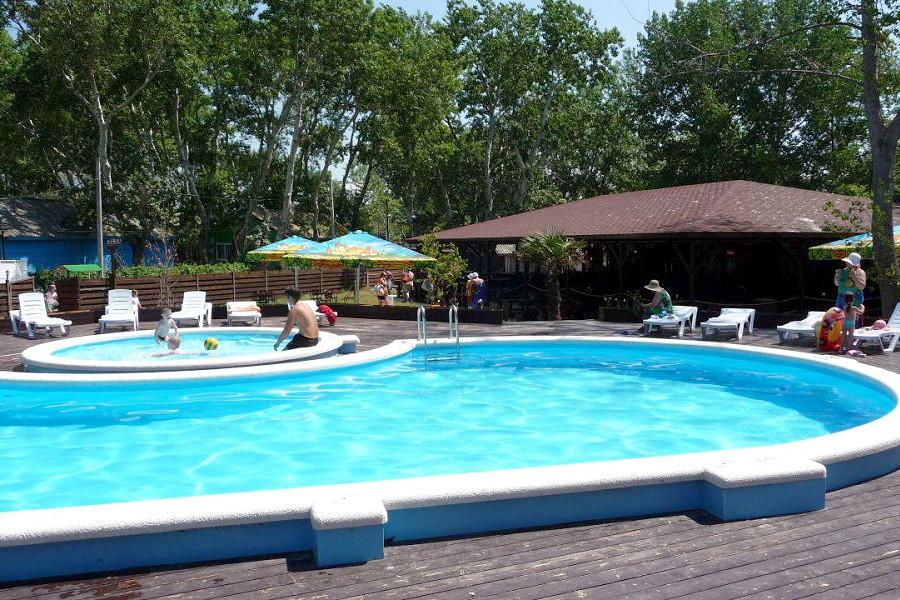 Бассейн курортного комплекса Заря Анапы
