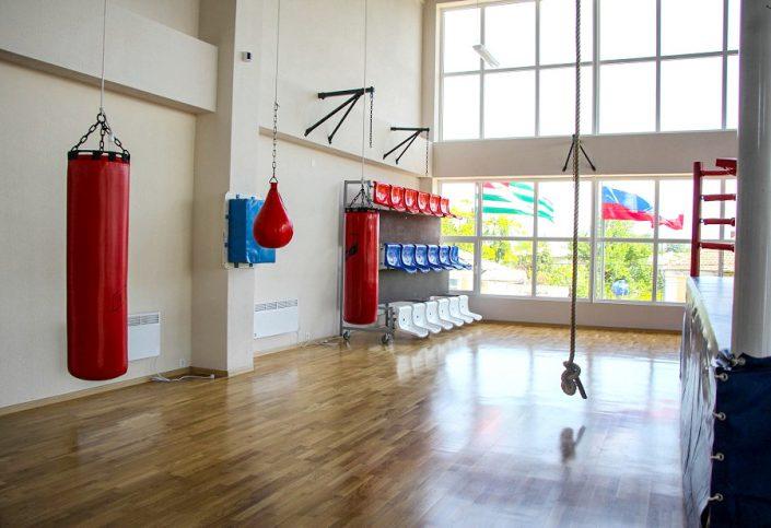 Зал с боксерским рингом в спорткомплексе Жемчужина