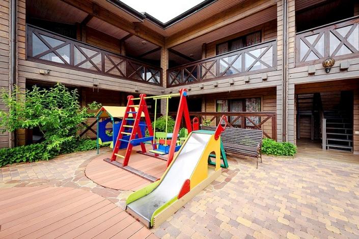 Детская площадка отеля Журавли