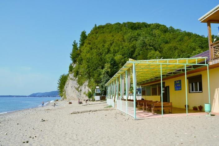 Пляж базы отдыха Золотая бухта