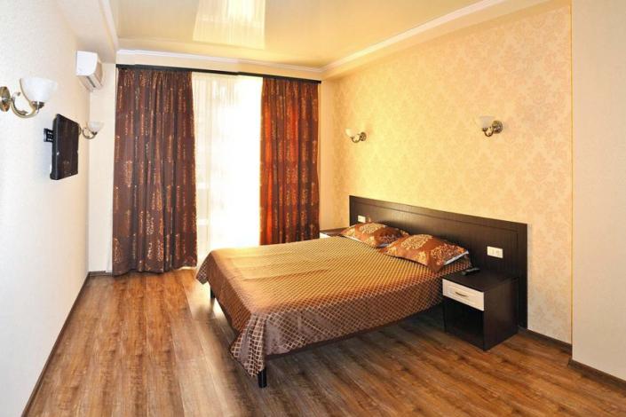Люкс двухместный двухкомнатный гостевого дома Золотое руно