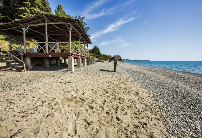 Пляж у пансионата Золотой берег