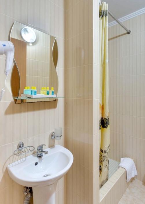 Туалетная комната в коттедже санатория Золотой берег
