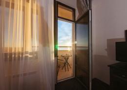 Выход на балкон номера санатория Золотой колос