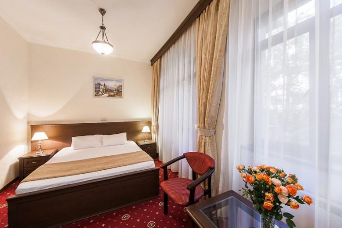 Стандартный 2-х местный номер с двуспальной кроватью в санатории Золотой колос