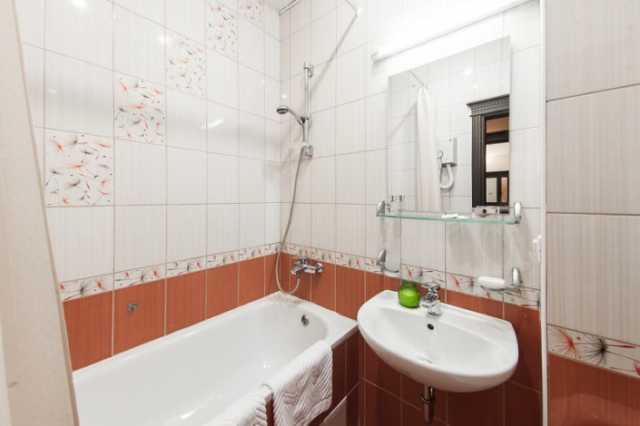 Туалетная комната номера Полулюкс 2-х местный в санатории Золотой колос