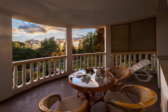 Балкон номера Люкс в санатории Золотой колос