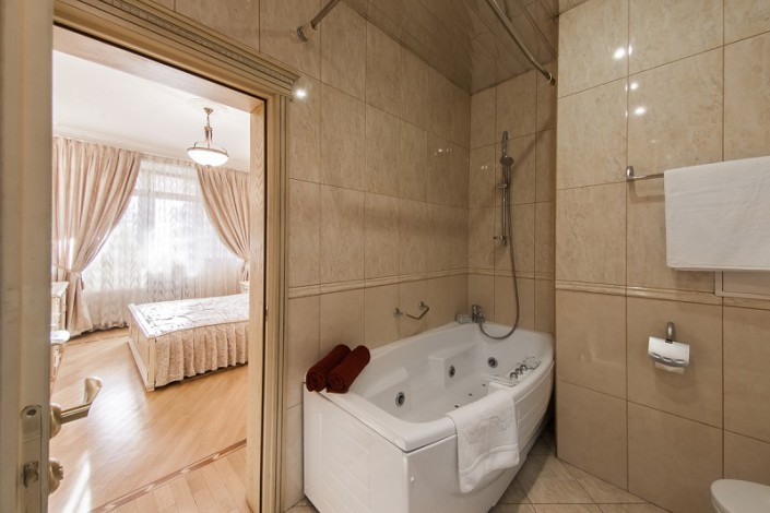 Туалетная коната в номере Люкс санатория Золотой колос