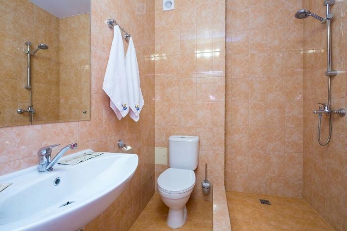 Туалетная комната Стандартного номера отеля Золотой якорь